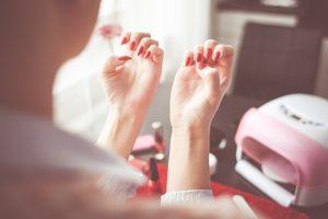 Ludzie od wieków walczyli z grzybicą paznokci. Domowe sposoby bardzo często były jedynym rozwiązaniem problemu